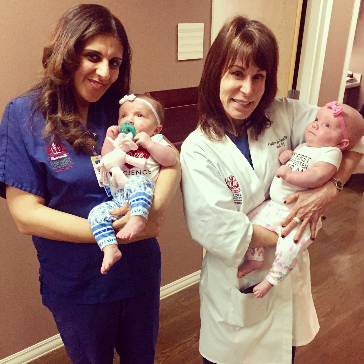 Babies Amelia & Alice with their doctors | LLU Center for Fertility